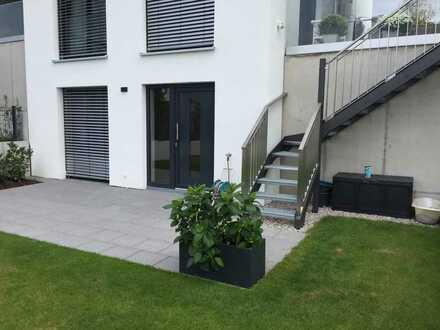 Stilvolle, geräumige und vollständig renovierte 1-Zimmer-Wohnung mit Balkon und EBK in Nußloch