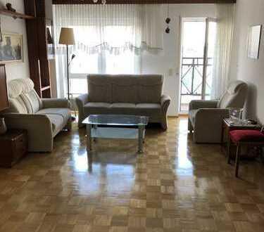 Stilvolle, gepflegte 3-Zimmer-Wohnung mit Balkon und EBK in Schwalbach am Taunus