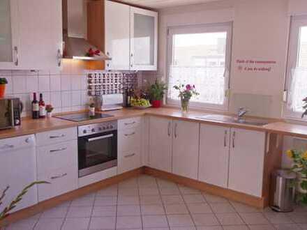 Wunderschöne geräumige 2,5 Zimmerwohnung mit großer Küche grossem Bad