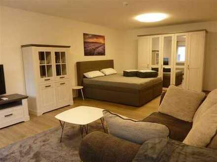 Erstbezug: Komplett möbl. 1-Zi-Whg im Zentrum Baden-Badens, 2.OG, Lift, kl. Loggia, Garagenplatz