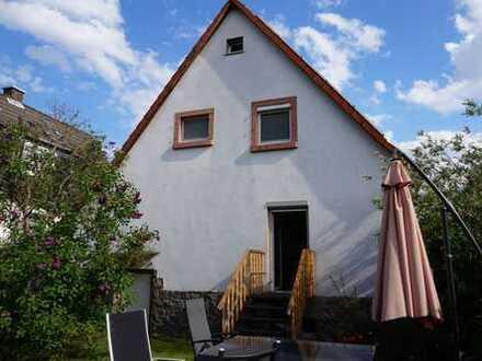 * Seit 1992 IMMO-ZAHN * KURZFRISTIG FREI ! Charmantes Einfamilienhaus mit idyll. Garten *