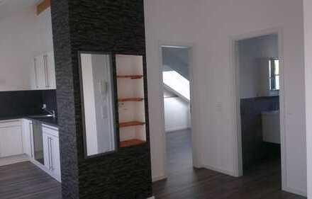 Exklusive, neuwertige 2-Zimmer-DG-Wohnung mit Balkon und EBK in Plochingen