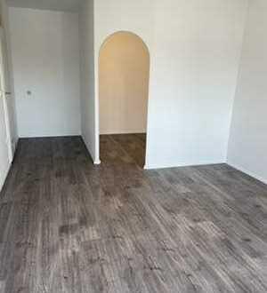 Erstbezug nach Sanierung: Helle 1,5 Zimmer Wohnung inkl. Balkon!