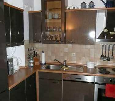 Exklusive, gepflegte 2-Zimmer-Hochparterre-Wohnung mit Balkon und EBK in Fürth Dambach