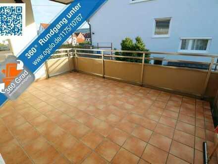 Helle und moderne Wohnung mit großzügigem Balkon und EBK