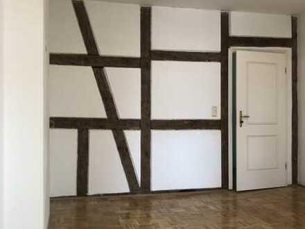 Außergewöhnliche Zwei-Zimmer-Wohnung im Wasserschloss Gebelkofen