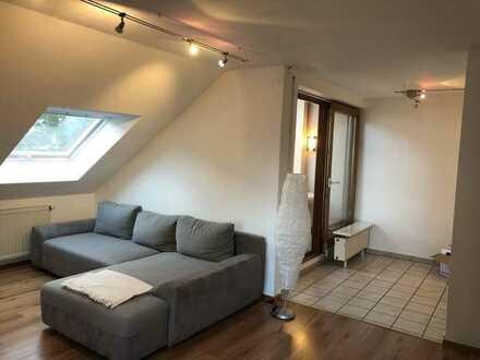 Gepflegte Maisonette-Wohnung: 3-Zimmer, Küche, Bad, mit Dachterrasse, EBK und Garage in Ichenhausen