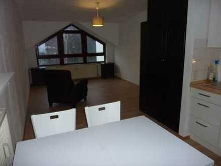 Lindenthal,Nähe UNIKLINIK,schöne DG-Wohnung mit TG-Stellplatz,Wannenbad mit Fenster,teilmöbl., EBK