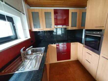 Schöne frisch renovierte 3-Zimmer-Dachwohnung mit Teckblick, Holzheizung und Wintergarten!!