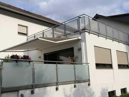 Sanierte Wohnung mit drei Zimmern sowie Dachterasse und EBK in Heddesheim