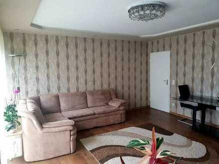 Modernisierte sonnige 3-Zimmer-Wohnung mit Balkon, Tiefgarage und Einbauküche von PRIVAT