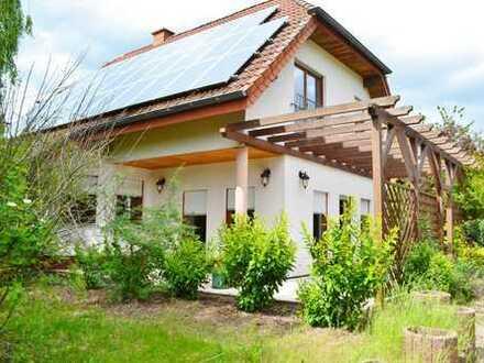 TOP! Großes schönes Einfamilienhaus mit Garage, Carport, Garten,Teichanlage und Grillplatz