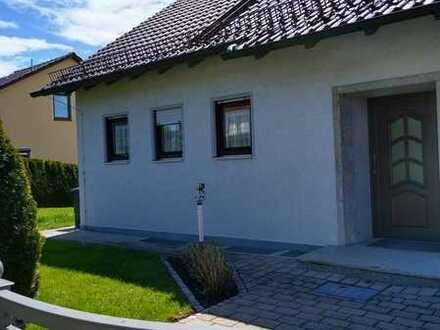 Erstbezug nach Sanierung: Einfamilienhaus mit separater Einliegerwohnung.