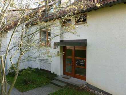 Gepflegte 2-Zimmer-Hochparterre-Wohnung mit Balkon und EBK in Aichtal (OT Neuenhaus)