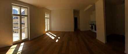 Schöne, geräumige zwei Zimmer Wohnung in Berlin, Charlottenburg