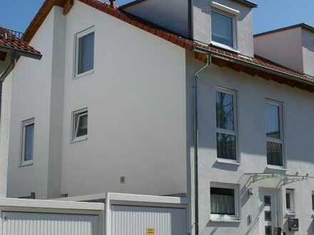 PLOCHINGEN: Moderne Doppelhaushälfte in ruhiger Lage