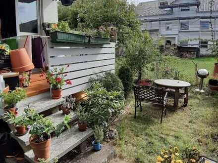Sonnige 5-Zimmer-Wohnung mit Garten, Balkon, 2 Bädern, Carport und Stellplatz