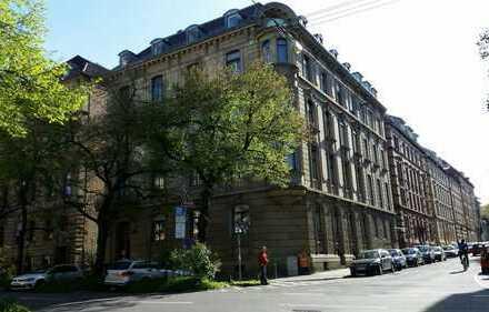 Denkmalgeschützte Altbauwohnung mit Balkon im Stuttgarter Westen