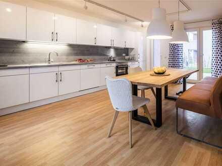 Einbauküche, Abstellraum & Gäste-WC: moderne Doppelhaushälfte mit Gartenterrasse