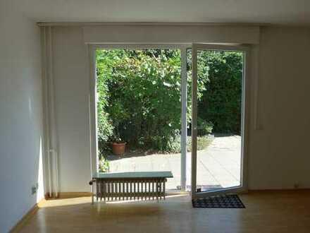 Schönes, geräumiges Haus mit fünf Zimmern und Garten in Frankfurt am Main, Niederursel