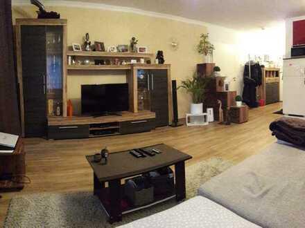 Neuwertige 2-Zimmer-Wohnung mit großer Loggia und EBK in Asbach-Bäumenheim