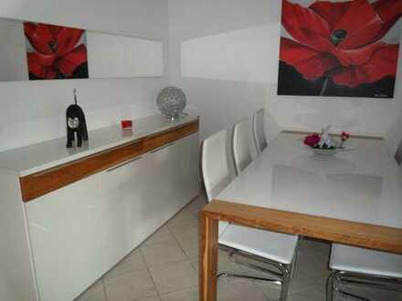 Sehr schöne und möblierte, geräumige zwei Zimmer Wohnung in Düsseldorf, Wittlaer