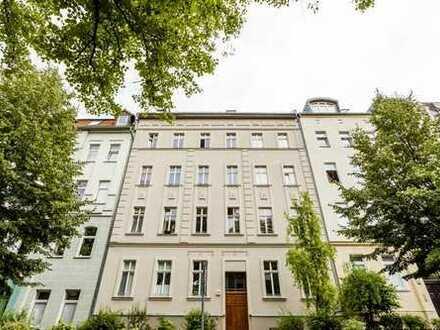 Kernsanierter Altbau mit Balkon im wunderschönen Komponistenviertel