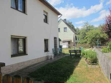 ZWANGSVERSTEIGERUNG - Teilmodernisiertes Zweifamilienwohnhaus in Bad Lobenstein