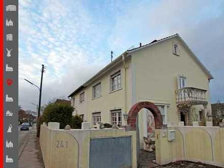 Renovierungsbedürftige Doppelhaushälfte mit Baupotenzial auf dem Grundstück