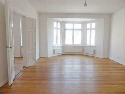 Sanierte 3-Zimmer-Altbau-Wohnung mit großer Wohnküche
