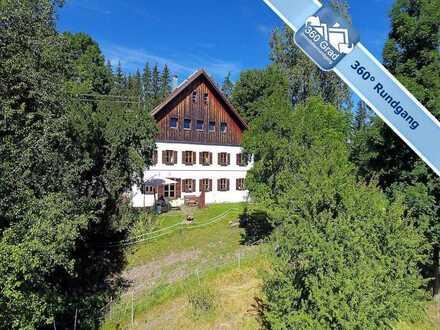 Bei Steingaden: Ehemaliger Bauernhof in Alleinlage am Bach