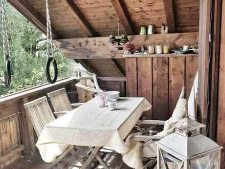 In Schondorf: Wunderschöne Dachgeschosswohnung mit zwei Zimmern und Balkon