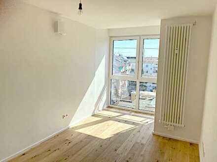 Leben und Arbeiten in Top-Lage: 5-Zimmer-Stadtwohnung im Lindenhof mit Bürotrakt und Balkon