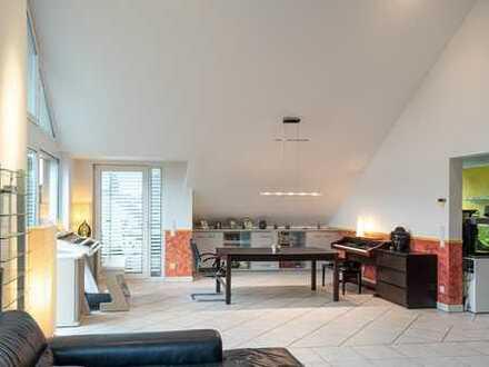 Herzlich Willkommen über den Dächern von Rösrath! Schicke Penthouse-Wohnung mit besonderem Charme!