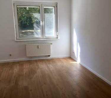 renovierte 3-Raumwohnung mit Balkon im Erdgeschoss