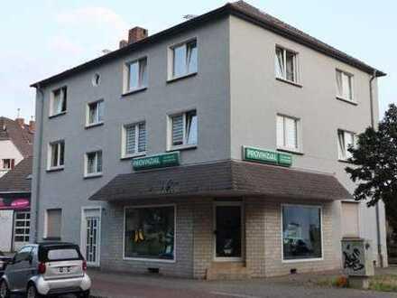 Schöne 3-Zimmer-Wohnung mit Balkon in einem gepflegten Wohn- und Geschäftshaus in DU-Rheinhausen