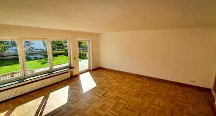 Vollständig renovierte Wohnung mit drei Zimmern und eigenem Garten