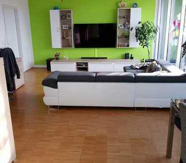 *Keine Premium-Mitglied. nötig* Stilvolle, gepflegte 3-Zimmer-DG-Wohnung mit Dachterrasse und EBK