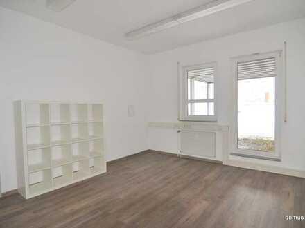 ** Zentrum ** Praxis - Büroetage in guter Stadtlage ** teilbar ** 181 m² mit EBK - WC getrennt **