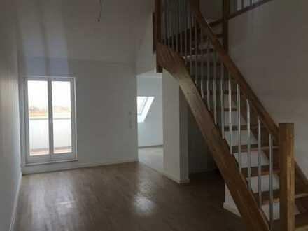 ***2,5-Zi.-Galerie-Wohnung in stilvoll-saniertem Altbau mit Loggia und EBK***