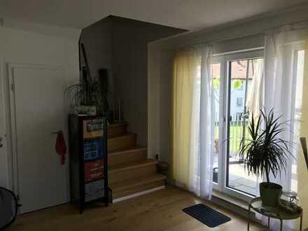 Neuwertige 2-Zimmer-Maisonette-Wohnung mit großem Balkon
