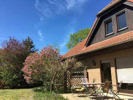 Gepflegte 2-Zimmer-EG-Wohnung mit Terrasse und Einbauküche in Mönkebude