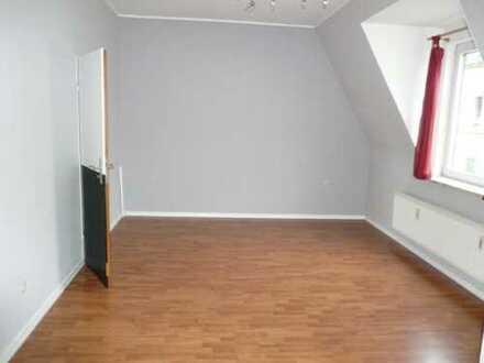 renovierte 2-Zimmer-Wohnung mit neuer Küche
