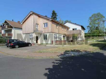 3 Wohneinheiten, fast 400 m² Wohnfläche: Großzügiges, modernisiertes Haus mit Terrasse und Balkon