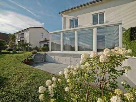 E & Co.- Hochwertig ausgestattete Doppelhaushälfte mit schönen freien Ausblick W-/Nutzfl. ca. 220 qm
