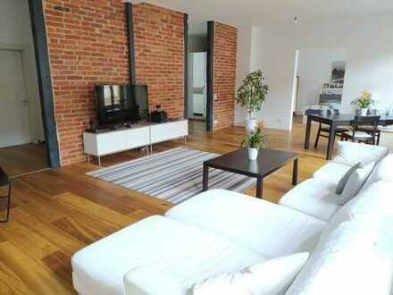 Exklusive, großes, lichtdurchflutet geräumige (168 qm) 4-Zimmer-Wohnung mit Balkon und EBK