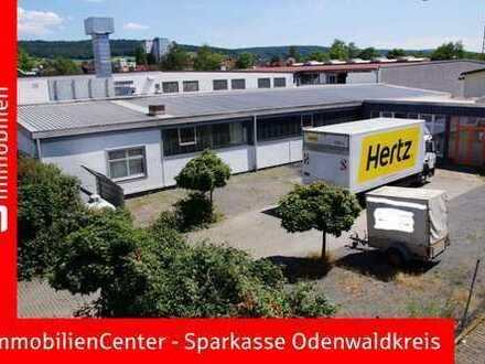 Halle mit Büroräumen und Freigelände/PKW-Stellplätzen!