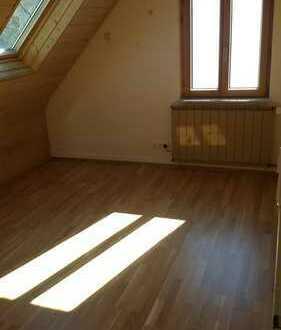 Modernisierte 2,5-Zimmer-Dachgeschosswohnung mit EBK in Pfullingen