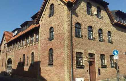 Exklusives Wohnen auf historischer Hofanlage , 3 Zimmer mit Terrasse/Garten Direkt am Rhein