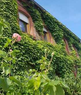 Schuch Immobilien - Sonnige Maisonettewohnung in romantischer Hofreite